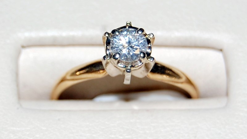 14k Yellow Gold Lady's Diamond Ring 1.8G 0.33CTW Size 6.25