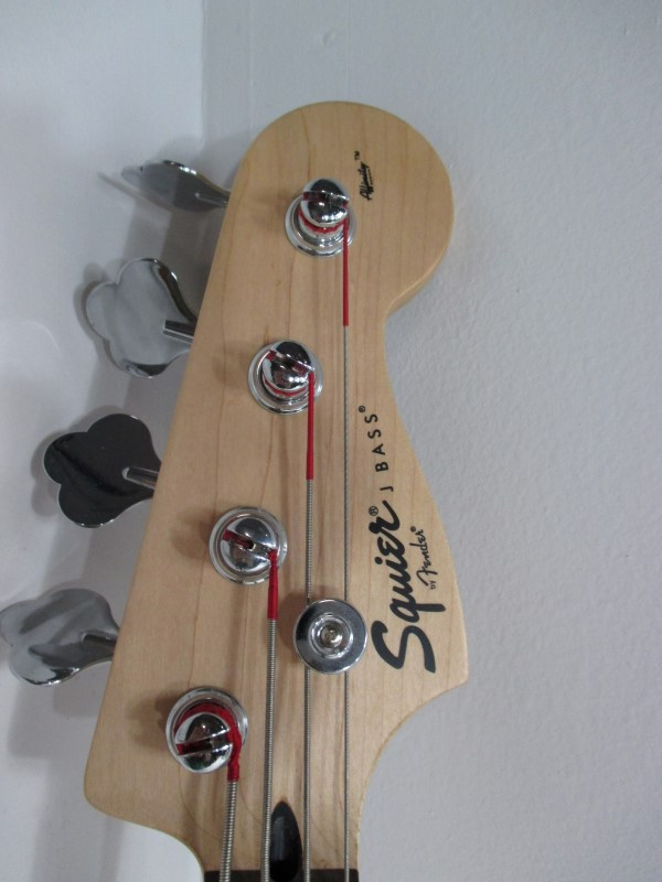 FENDER Bass Guitar SQUIER J BASS