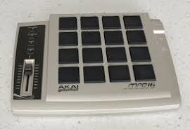AKAI MPD16 USB / TRIGGER PAD / MIDI PAD - MPD-16