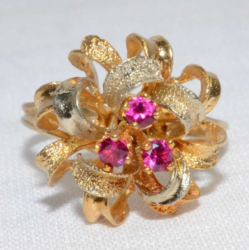 18K Two Tone Yellow & White Ribbon/Bow Inspired Ruby Cluster Ring sz 8