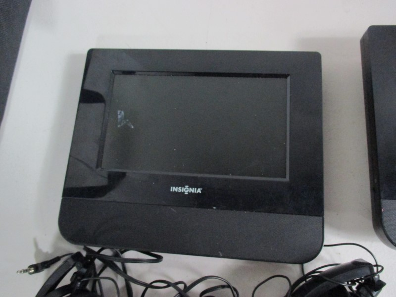 INSIGNIA Portable DVD Player NS-D7PDVD