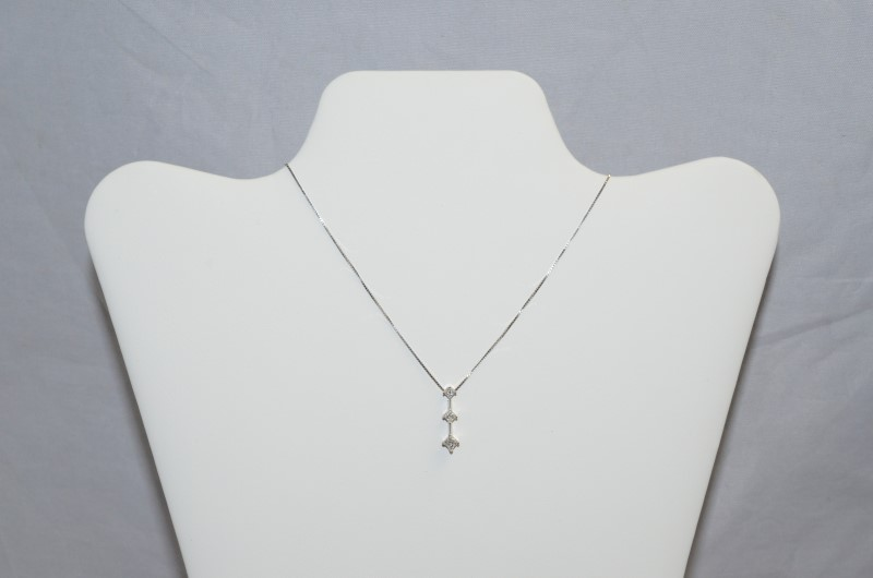 Gold-Multi-Diamond Pendant 3 Diamonds 0.45 Carat T.W. 14K White Gold 2.9g