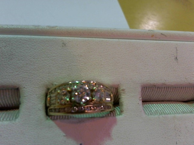 Lady's Diamond Fashion Ring 33 Diamonds 1.38 Carat T.W. 14K Yellow Gold 9.1g