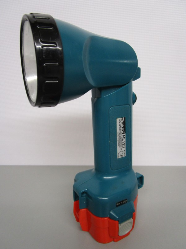 MAKITA ML120 SWIVEL HEAD FLASHLIGHT W/CHARGER