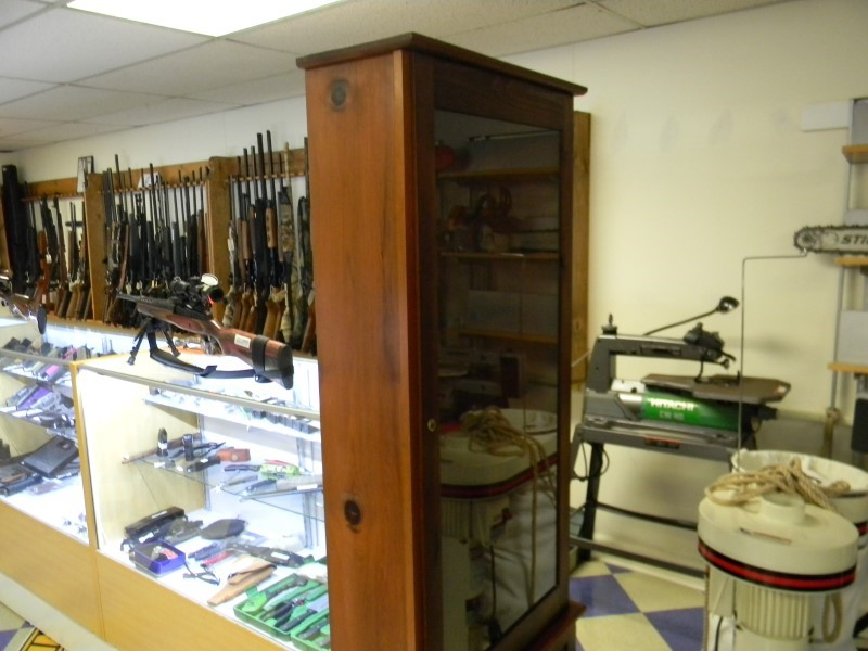 8 GUN WOODEN CABINET-KNOTTY PINE, WITH LOCKING DOOR AND STORAGE.