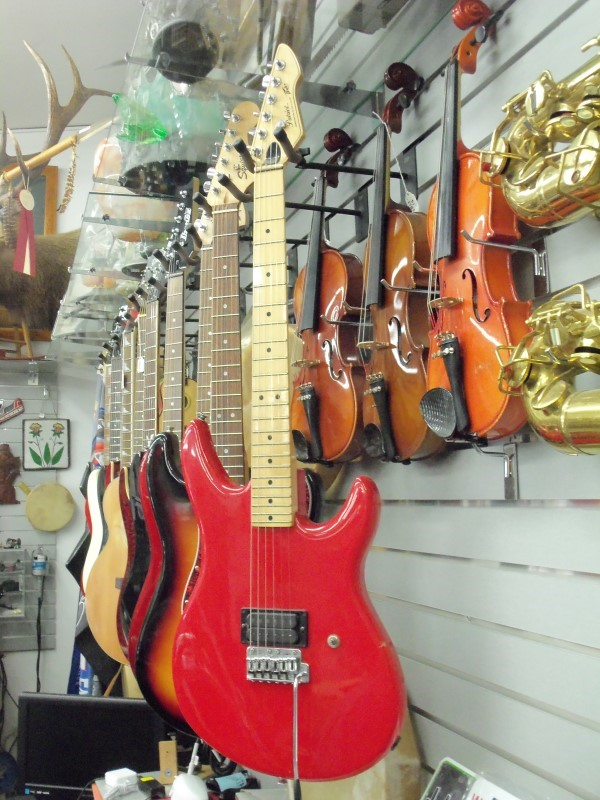 PEAVEY USA PATRIOT ELECTRIC GUITAR RED/MAPLE W ORIGINAL HARD CASE