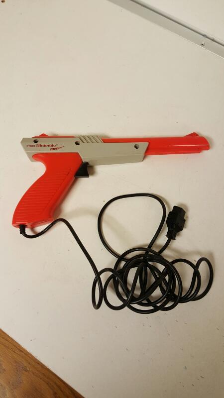 Official Nintendo Zapper Light Wired Gun Controller NES-005 1985 Orange Original