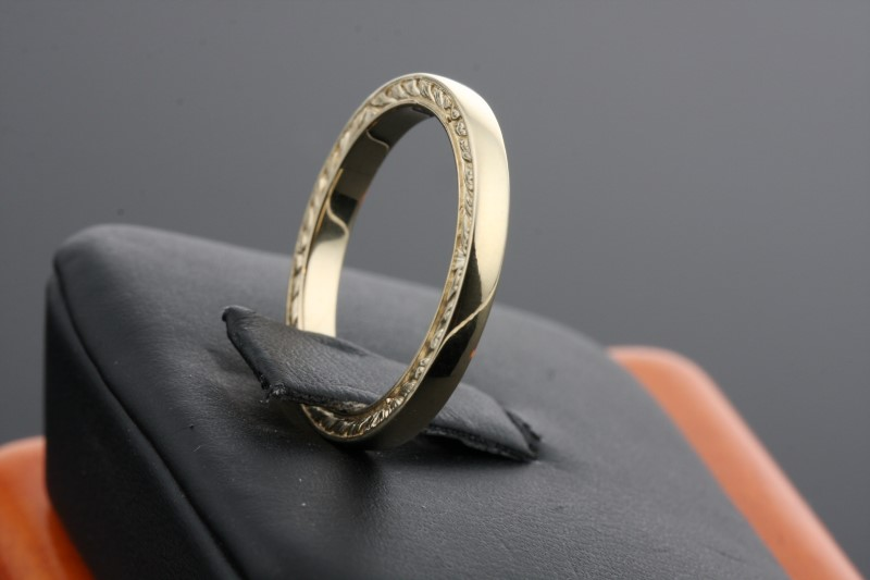 Lady's Gold Wedding Band 10K Yellow Gold 3.1g Size:7