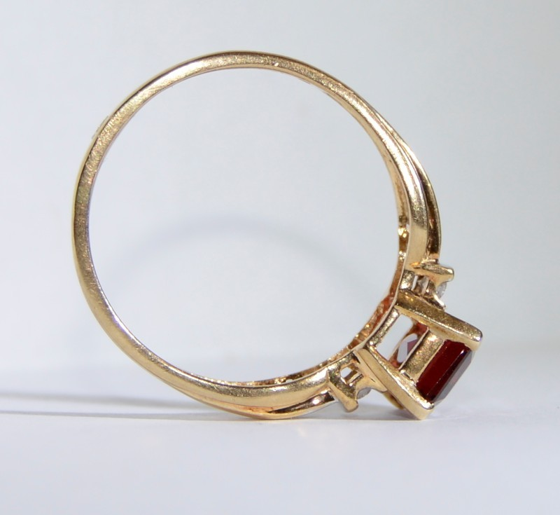10K Yellow Gold Tapered Shank Emerald Cut Garnet & Channel Set Diamond Ring sz 9
