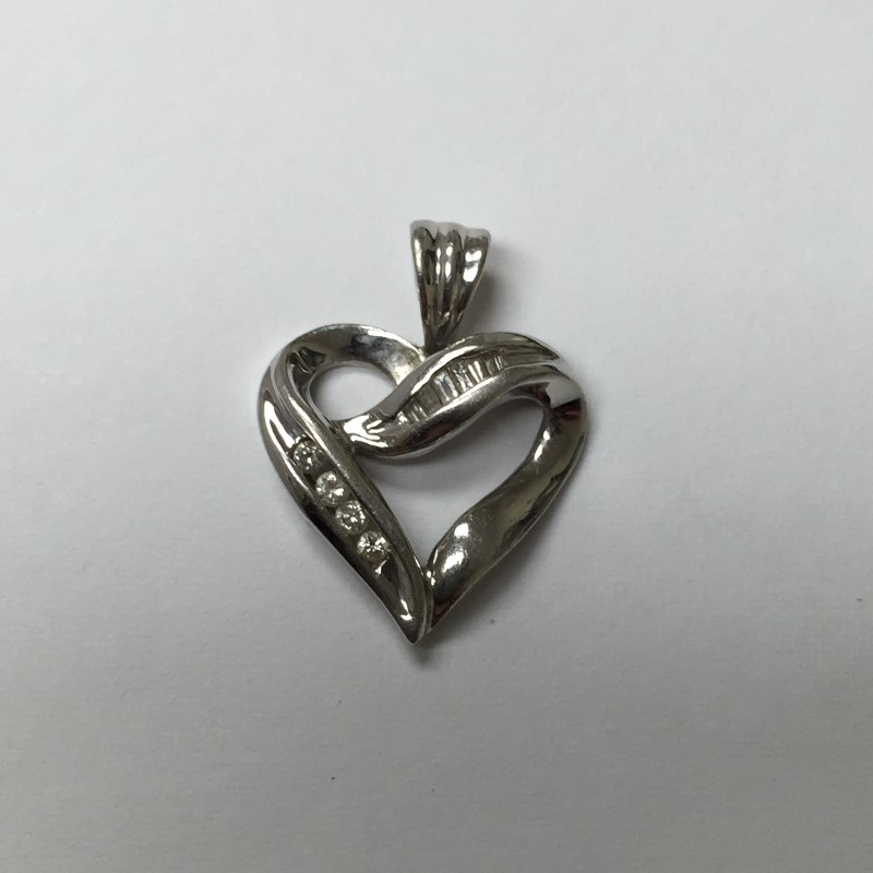 Gold-Multi-Diamond Heart Pendant 10 Diamonds .10 Carat T.W. 10K White Gold 1dwt