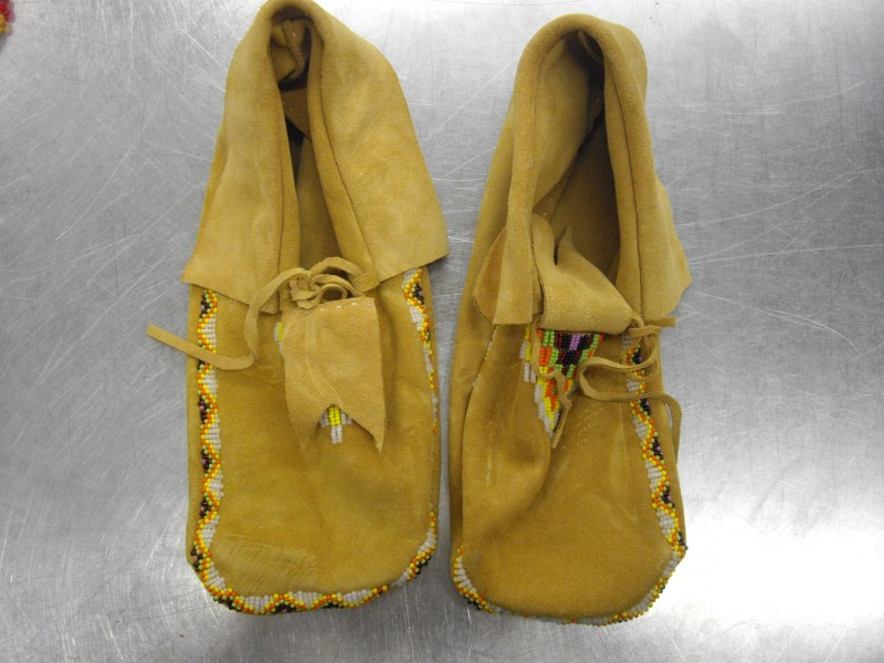 HAND MADE Shoes/Boots NATIVE RAWHIDE BEADED MOCCASINS