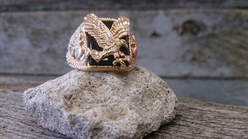BHG Black Stone Gent's Stone Ring 10K Yellow Gold 7.6g