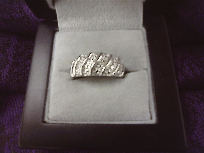 STERLING SILVER BAND W/ WAVEY LINES & TINY CZ CHIPS SIZE: 8