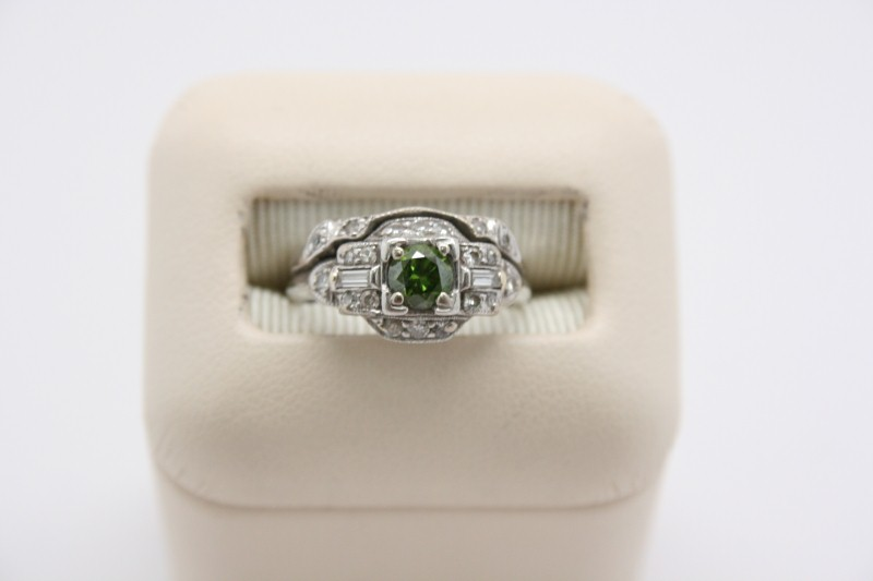 ANTIQUE STYLE RING WITH 1 GREEN DIAMOND IN PLATINUM SETTING