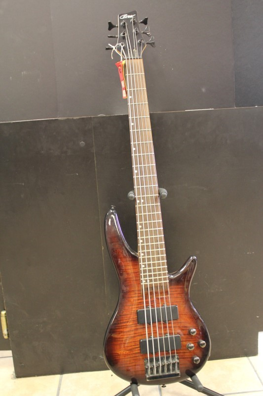 CAREER EVOLUTION 6 STRING BASS GUITAR M/NV S/NV