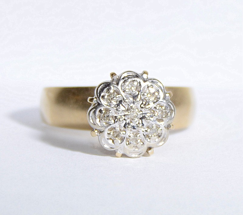 10K Yellow Gold Vintage Inspired Floral Diamond Cluster Ring sz 6.75