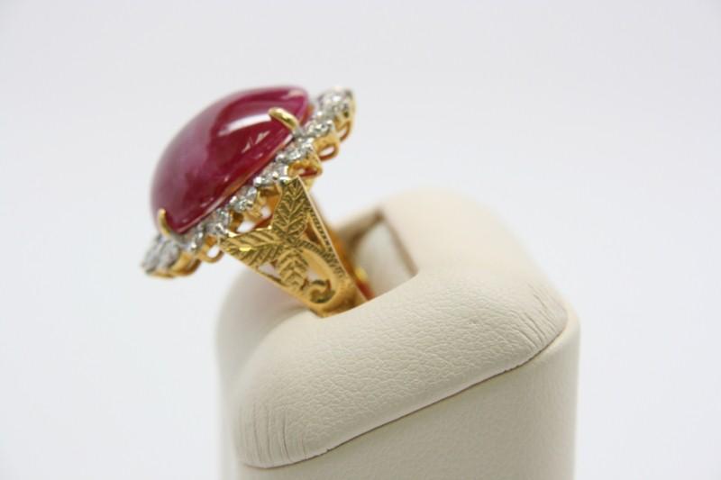 LADY'S RUBY & DIAMOND RING 14K YELLOW GOLD