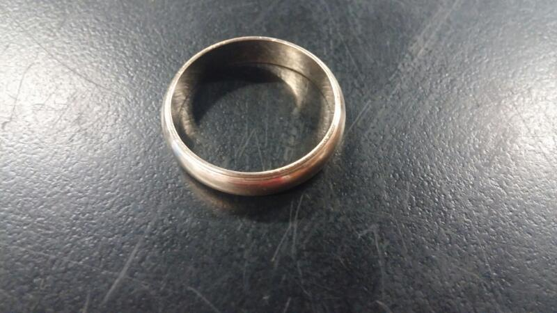 GENT'S COIN EDGE GOLD RING: 14K-Y/G SIZE:9