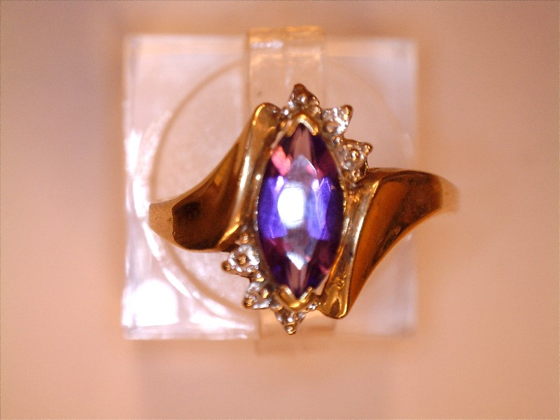 Amethyst Lady's Stone & Diamond Ring .007 CT. 10K Yellow Gold 1.7dwt Size:6.5