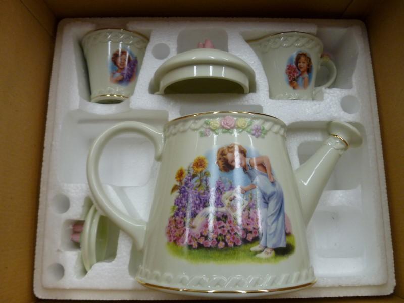 DANBURY MINT SHIRLEY TEMPLE TEA SET