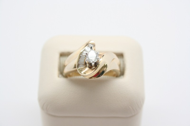 LADY'S 14K YELLOW GOLD DIAMOND FASHION RING