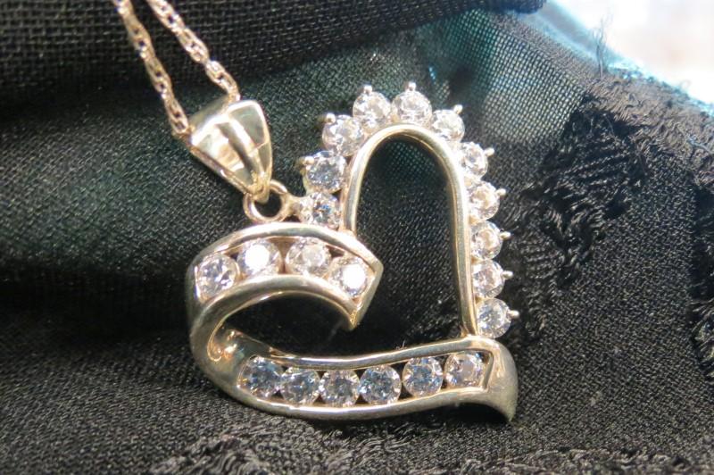 "18"" Heart Shaped 21-Stone Necklace w/Fine Silver Chain"