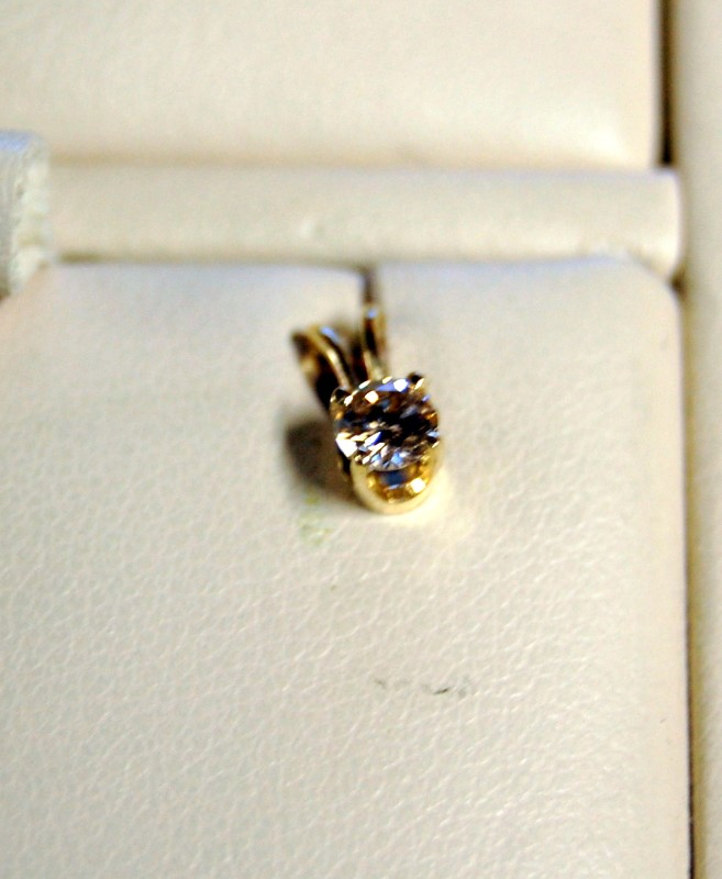 Gold-Diamond Solitaire Pendant .18 CT. 14K Yellow Gold 0.4g