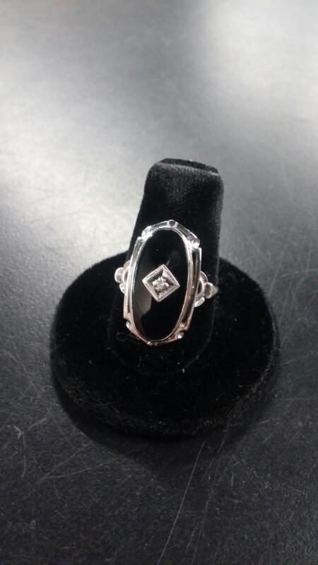 LADY'S 10K WHITE GOLD OVAL ONYX RING ANTIQUE SIZE:6