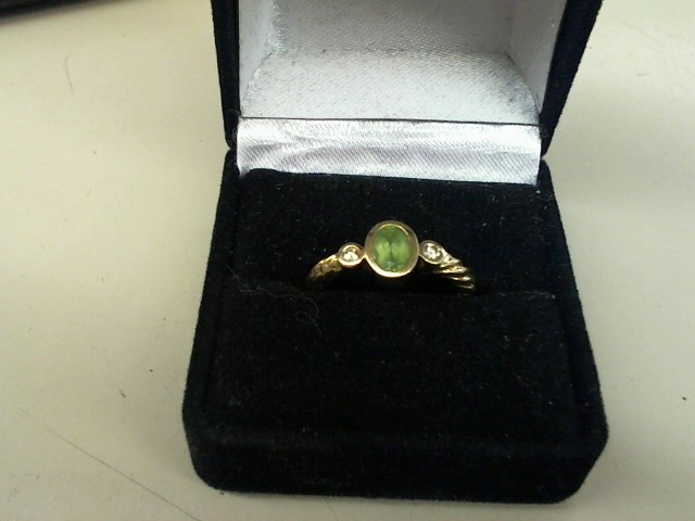 Peridot Lady's Stone Ring 14K Yellow Gold 3.4g