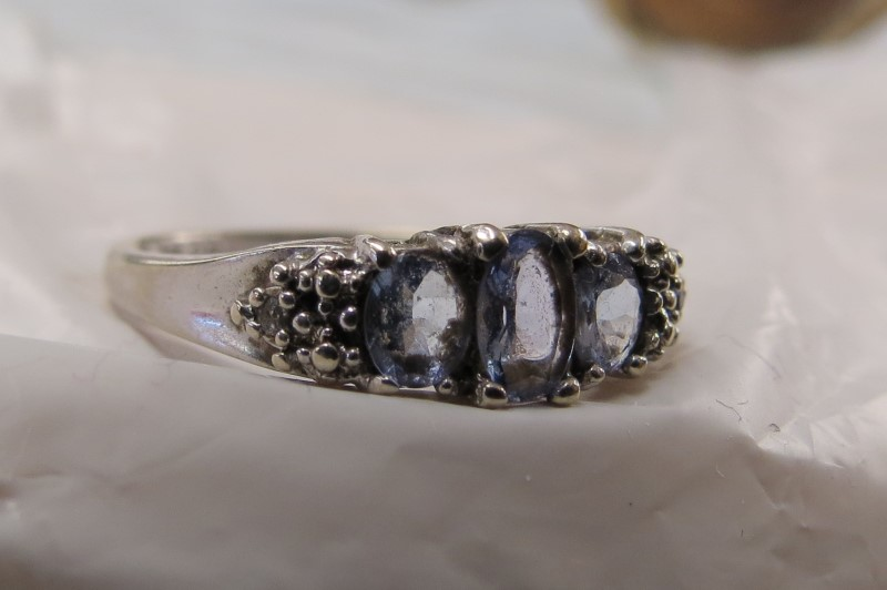 3 Oval Blue/Purple Stones Ring 10K White Gold 1.4dwt Size:7