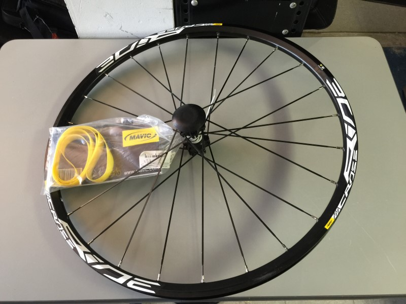"MAVIC CROSSRIDE DISC 22.5"" 559x19C FRONT BICYCLE WHEEL W/AXLE"