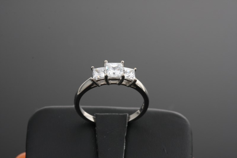 Lady's 14KWG Cubic Zirconia Lady's Stone Ring 2.9g Size:7