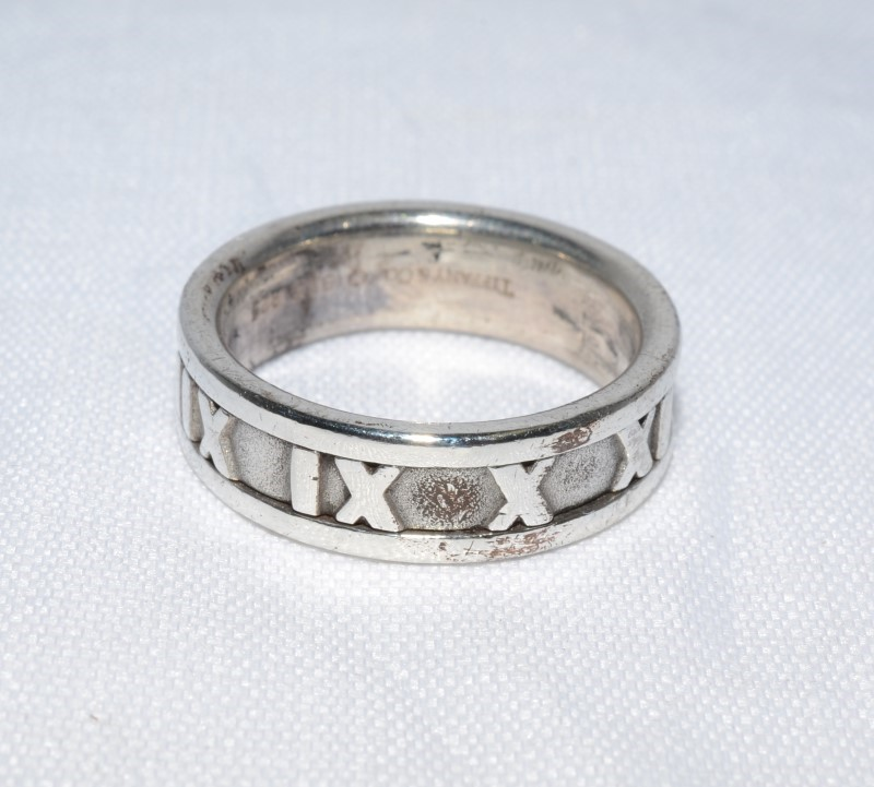 Tiffany & Co c. 1995 Silver Roman Numeral Atlas Ring Band Size 7.25