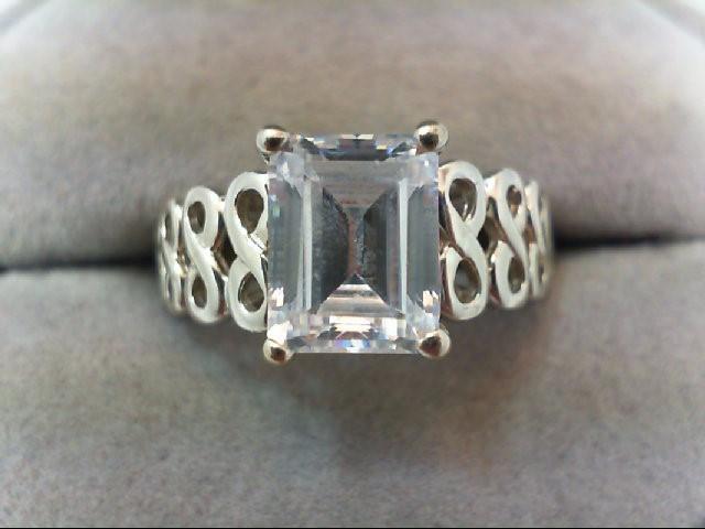 Lady's Gold Ring 14K White Gold 4.7g