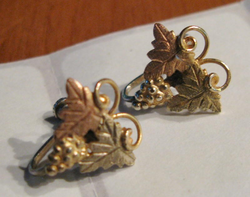 Vinage Black Hills Gold Clilp On Earrings 10K Tri-color Gold 1.7dwt