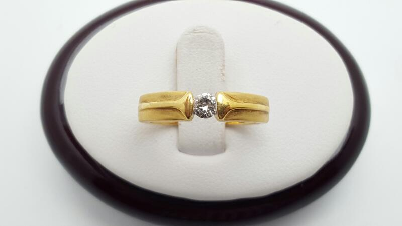 Lady's Diamond Engagement Ring .15 CT. 18K Yellow Gold 3.1g