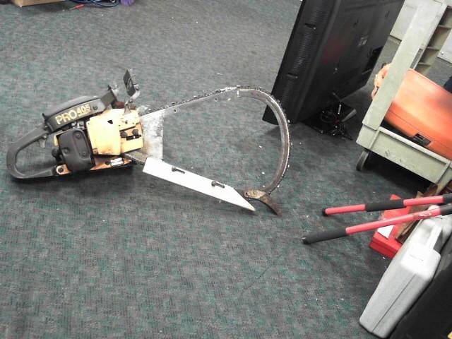 POULAN Chainsaw 405