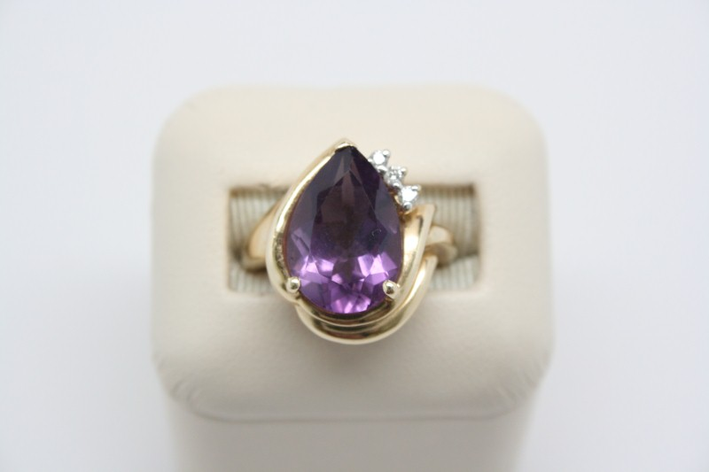 LADIE'S AMERTHYST & DIAMOND RING 14K YG