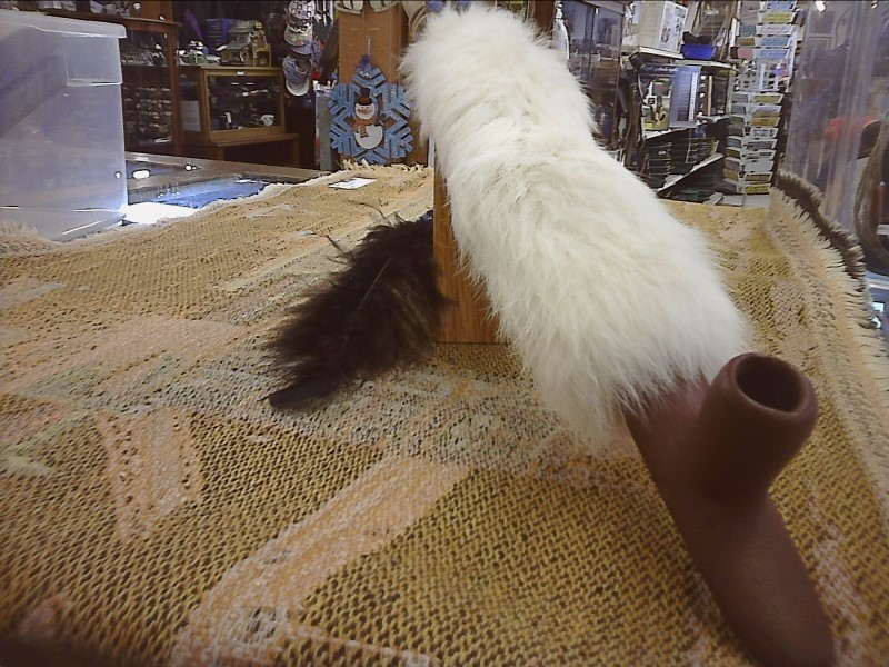 MISC NATIVE AMERICAN MISC USED MERCH MISC USED MERCH; SMALL PIPE WHITE FUR/FEATH