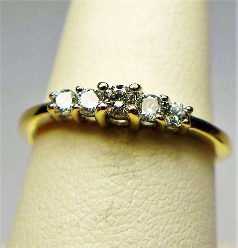 Lady's Diamond Cluster Ring 5 Diamonds .15 Carat T.W. 10K Yellow Gold 1.3g