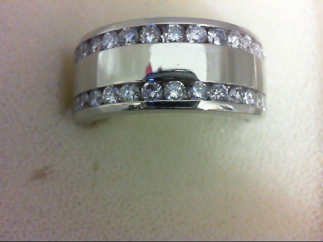 Lady's Diamond Wedding Band 32 Diamonds 0.96 Carat T.W. 14K White Gold 9.3g Size