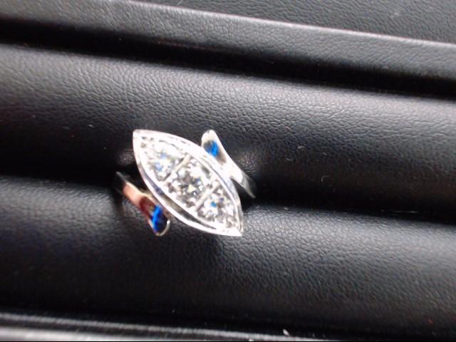 Lady's Gold Ring 14K White Gold 4.2g