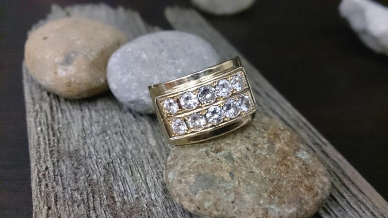 Lady's Diamond Fashion Ring 10 Diamonds 1.00 Carat T.W. 14K Yellow Gold 9.8g