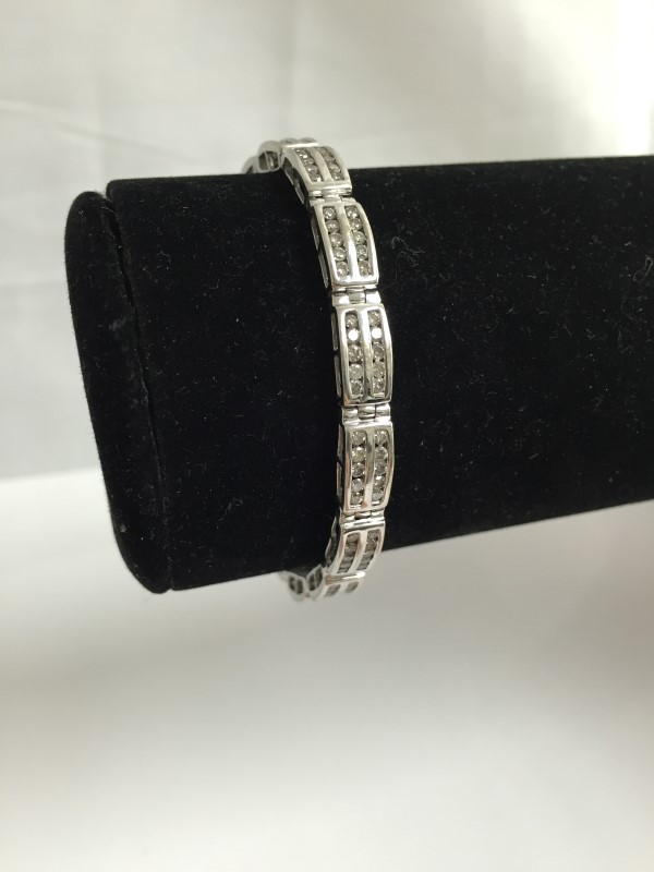 Gold-Diamond Bracelet 150 Diamonds 1.50 Carat T.W. 14K White Gold 10.2dwt