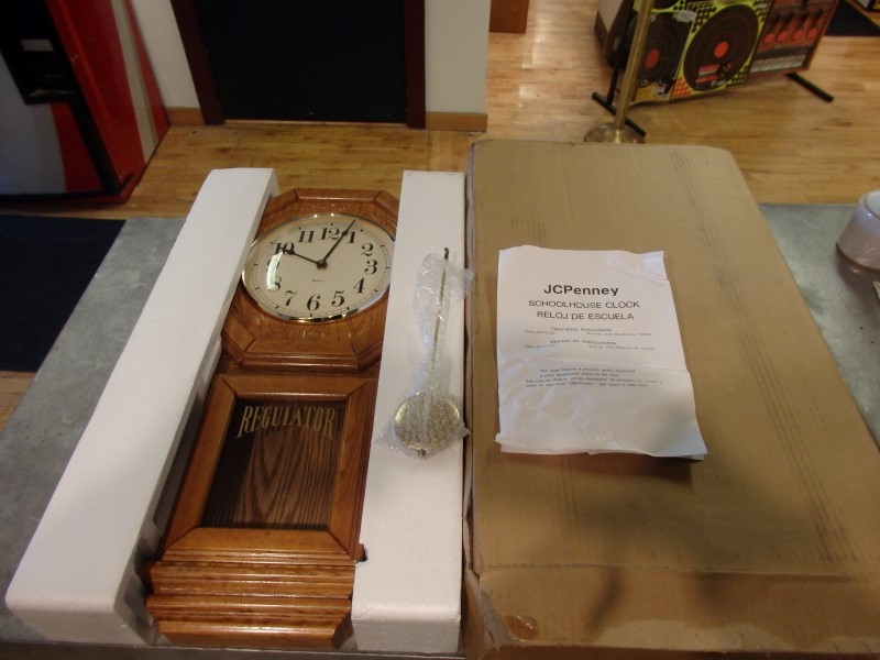 REGULATOR WALL CLOCK QUARTZ NEW IN THE BOX