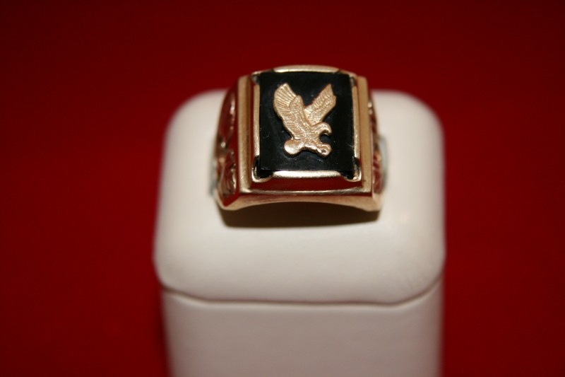 GENT'S BHG ONYX EAGLE RING