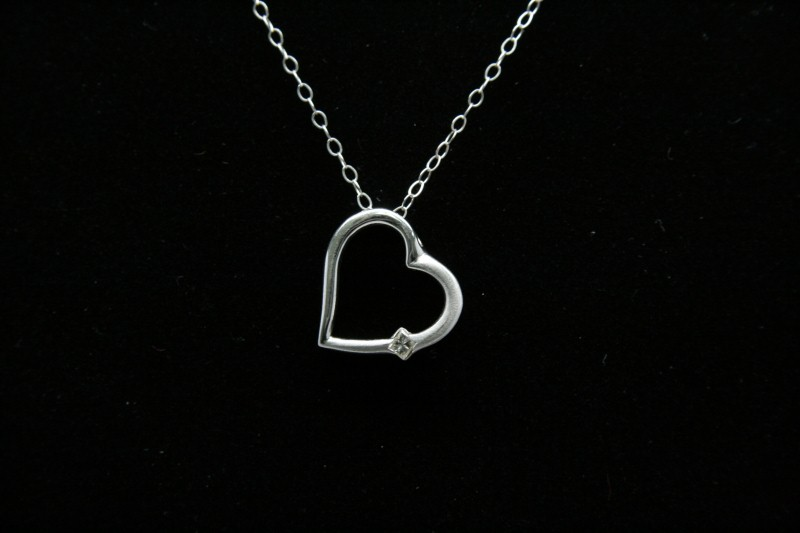 HEART SHAPE PENDANT WITH PRINCESS CUT DIAMOND 14K WHITE GOLD