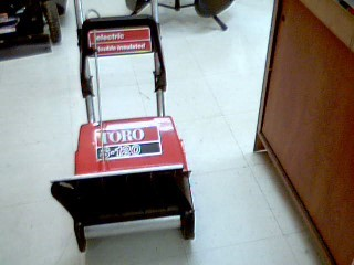 TORO ELECTRIC SNOWBLOWER 7A S-120