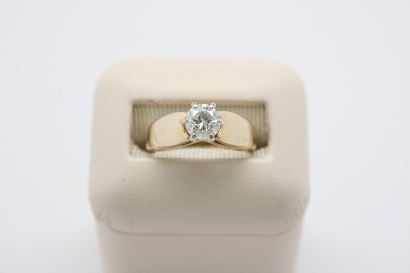 LADY'S SOLITAIRE RING 14K YELLOW GOLD