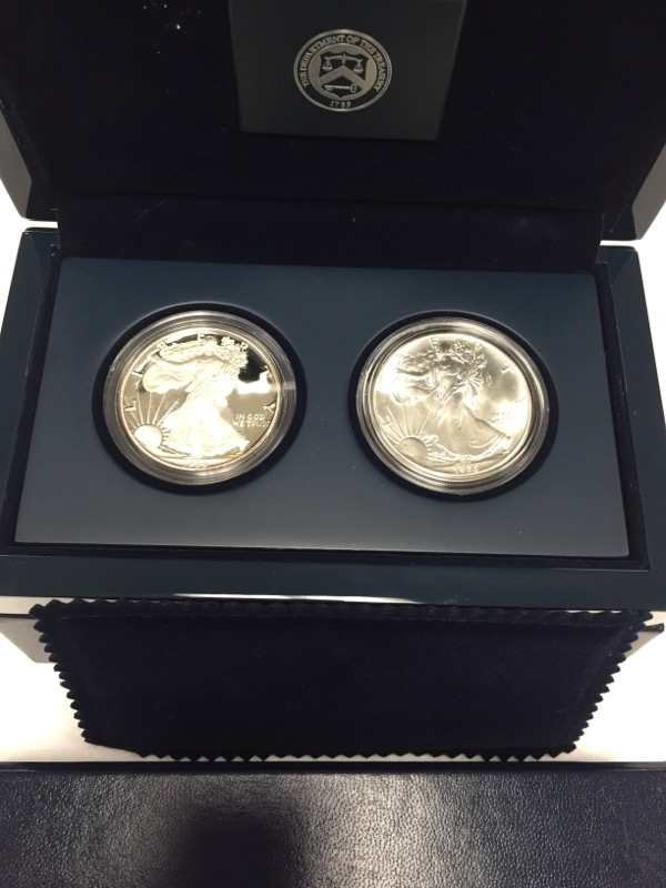 UNITED STATES MINT SET 1986 S PROOF AND 1986 UNCIRCULATED 1ST YEAR OF ISSUE